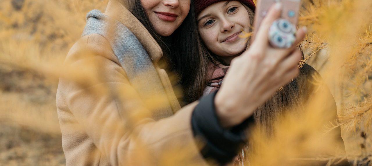 fiatalok_selfie